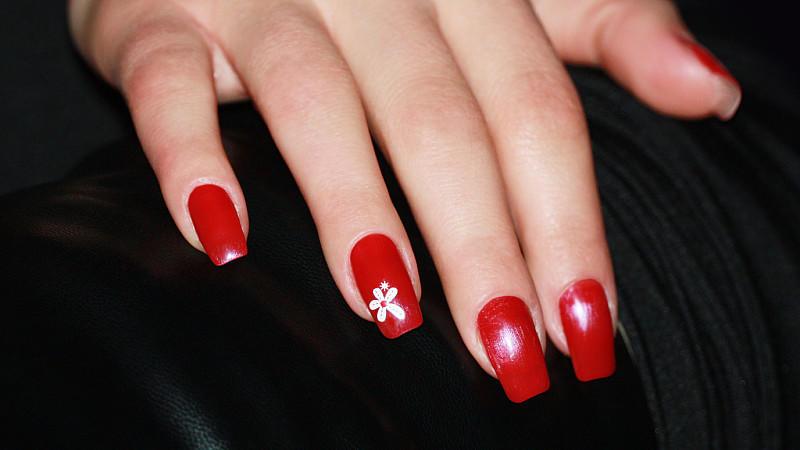 Nagellack-Trends 2012: Zweifarbig, bunt und glitzernd