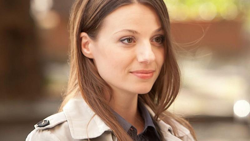 <b>Julia Hartmann</b> spielt die Rolle von Dr. Eva Schmidt - julia-hartmann-spielt-die-rolle-von-dr-eva-schmidt