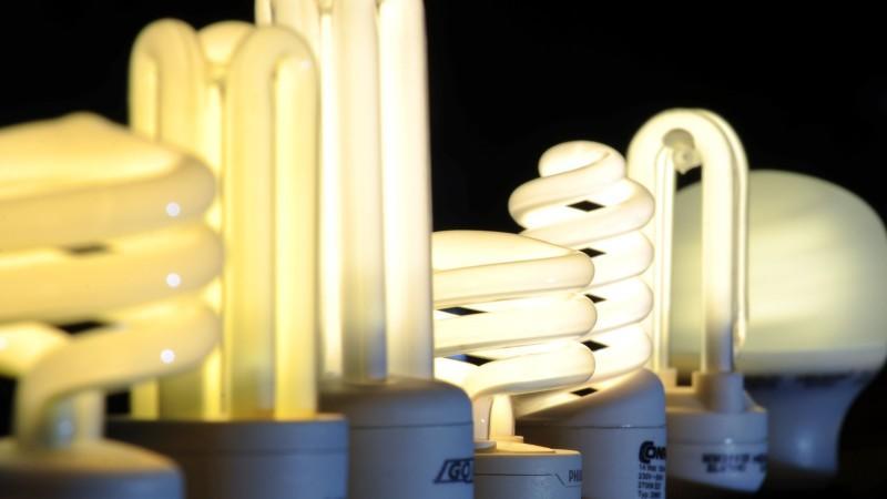 stiftung warentest diese energiesparlampen berzeugen im test. Black Bedroom Furniture Sets. Home Design Ideas