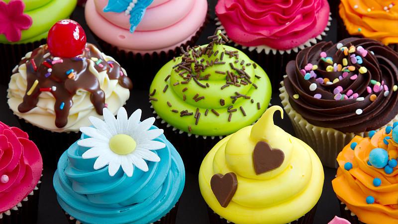 so einfach zaubern sie cupcakes und cake pops. Black Bedroom Furniture Sets. Home Design Ideas