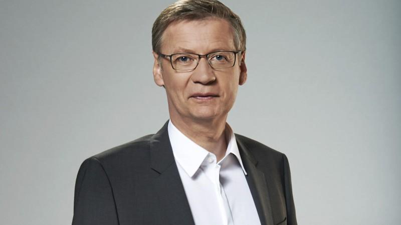 Günther Jauch earned a  million dollar salary, leaving the net worth at 50 million in 2017