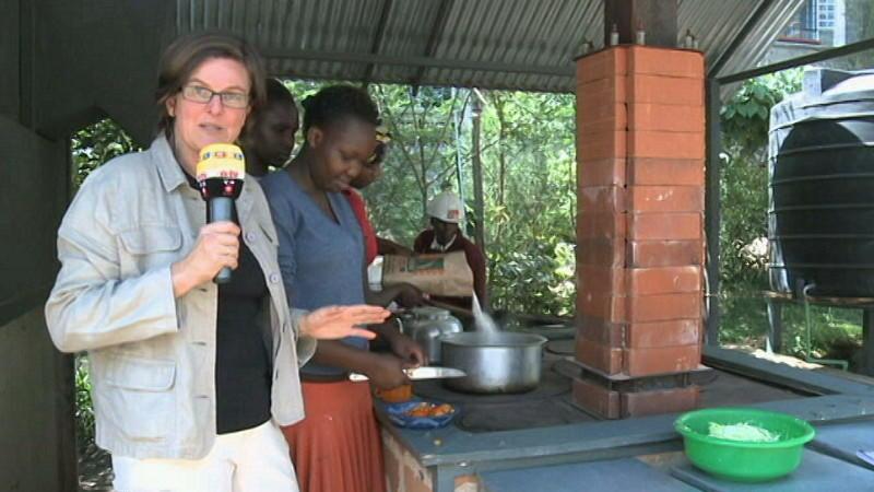 Gemeindeherd kochen mit m ll von den stra en kenias for Kochen 10 personen