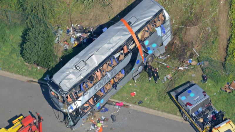 ermittlungen nach bus trag die nahe dresden wer hat schuld am horror crash. Black Bedroom Furniture Sets. Home Design Ideas