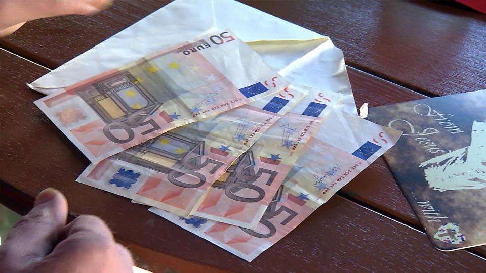 Briefe Mit Geld Verschwinden : Anonymer geldsegen in bünde Überall briefe mit bargeld