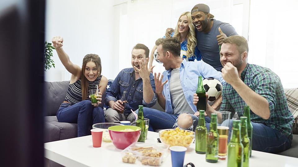 satelliten tv kabel dvb t2 oder internet so jubeln sie beim fu ballgucken zuerst. Black Bedroom Furniture Sets. Home Design Ideas