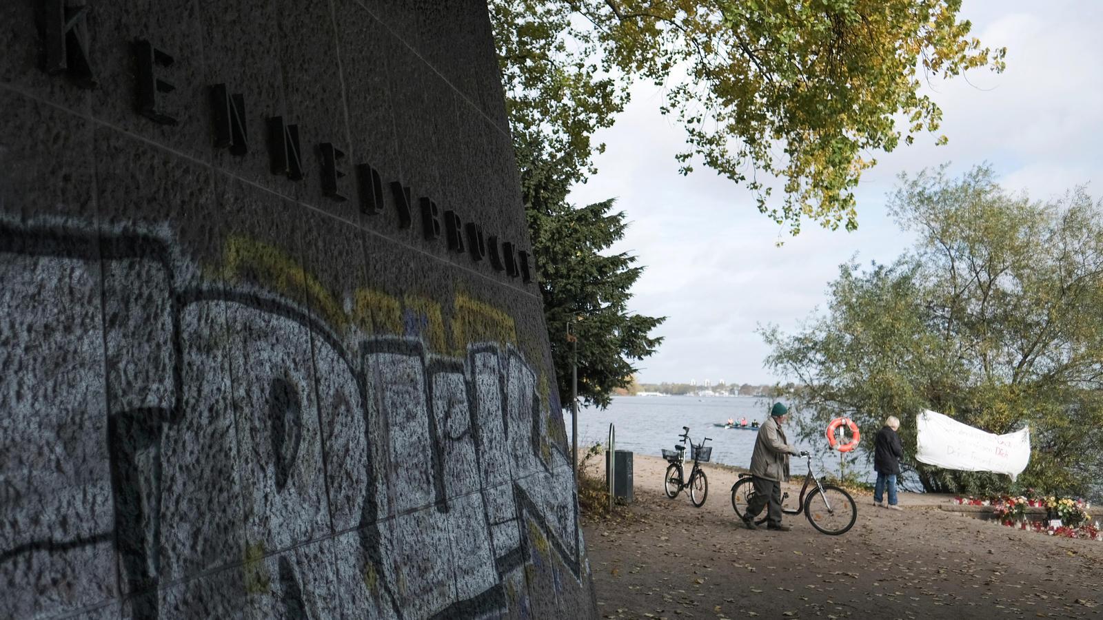 Auch Kind soll im Wasser treiben: Frauenleiche in Hamburger Alster gefunden