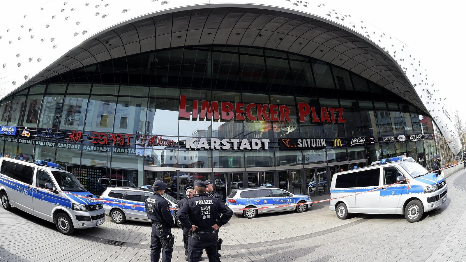 sicherheitskreise sprechen von islamistischem hintergrund polizei schlie t einkaufszentrum in. Black Bedroom Furniture Sets. Home Design Ideas