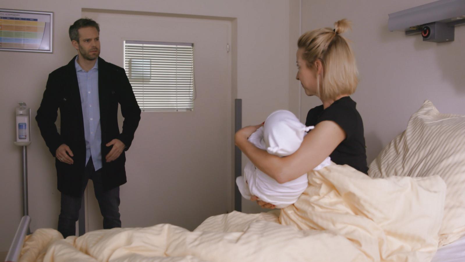 unter uns kl rt till den baby irrtum auf. Black Bedroom Furniture Sets. Home Design Ideas