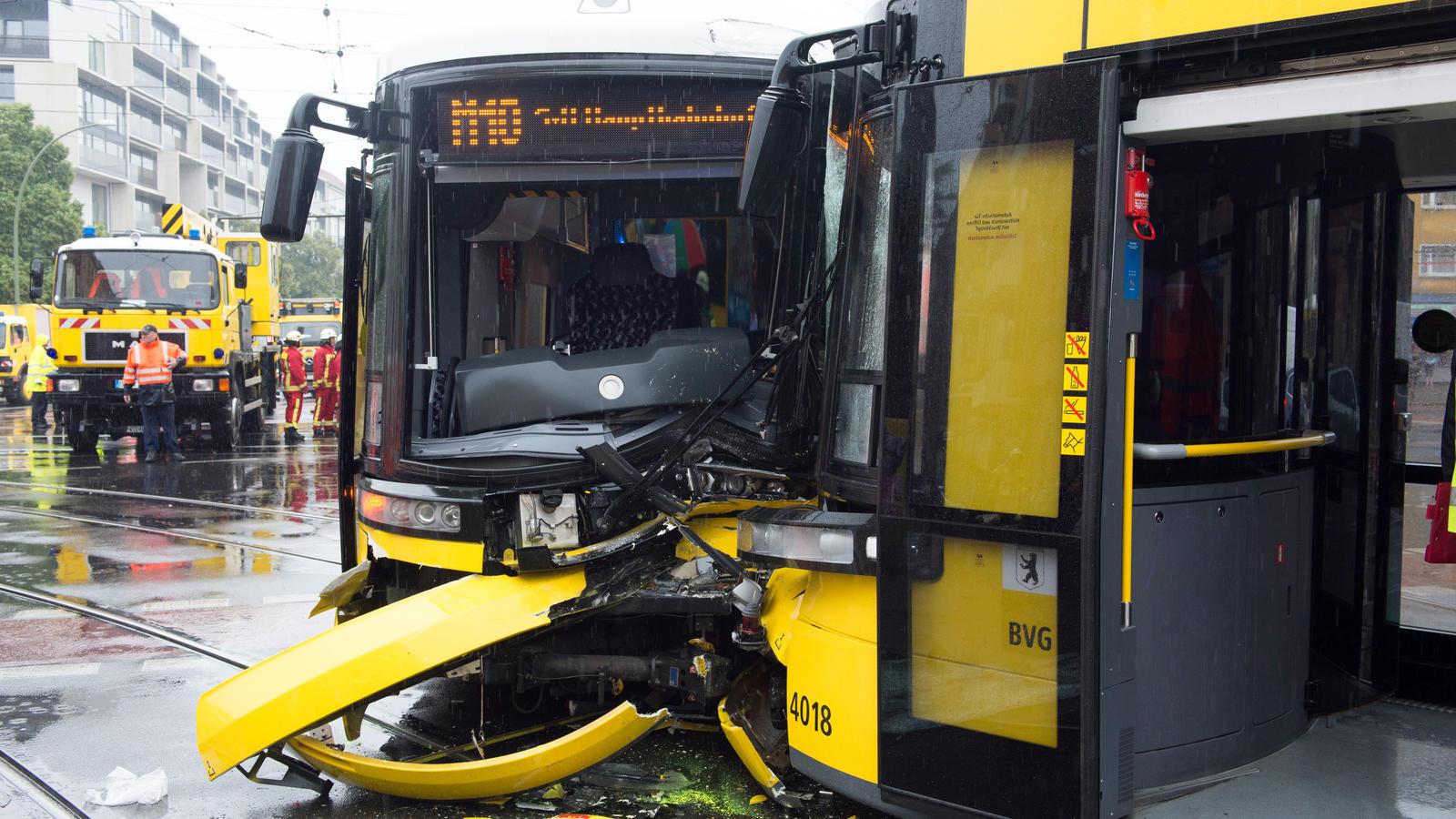 Dutzende Verletzte bei Straßenbahn-Kollision in Berlin