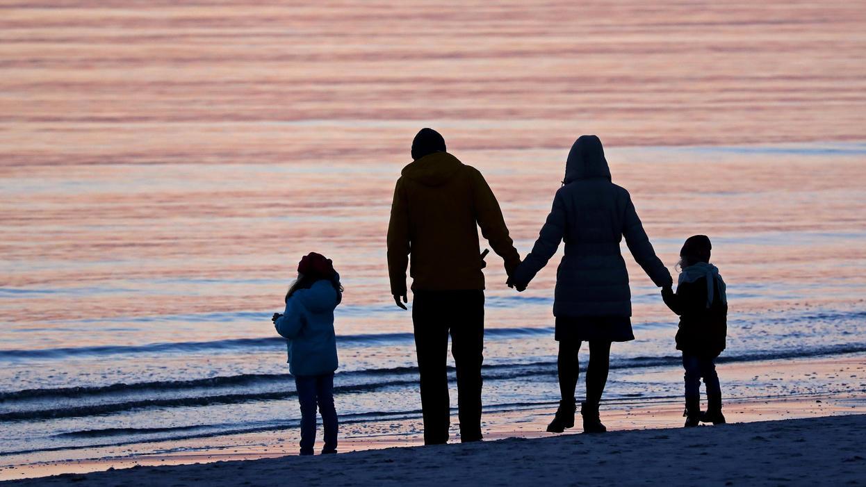 Eltern klagen für geringere Sozialabgaben