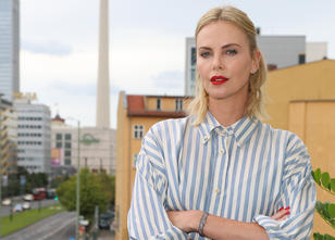 Charlize Theron: Mutter tötete Vater