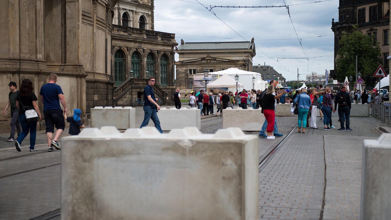 Stadt Köln errichtet mobile Sperren rund um Dom und Hauptbahnhof