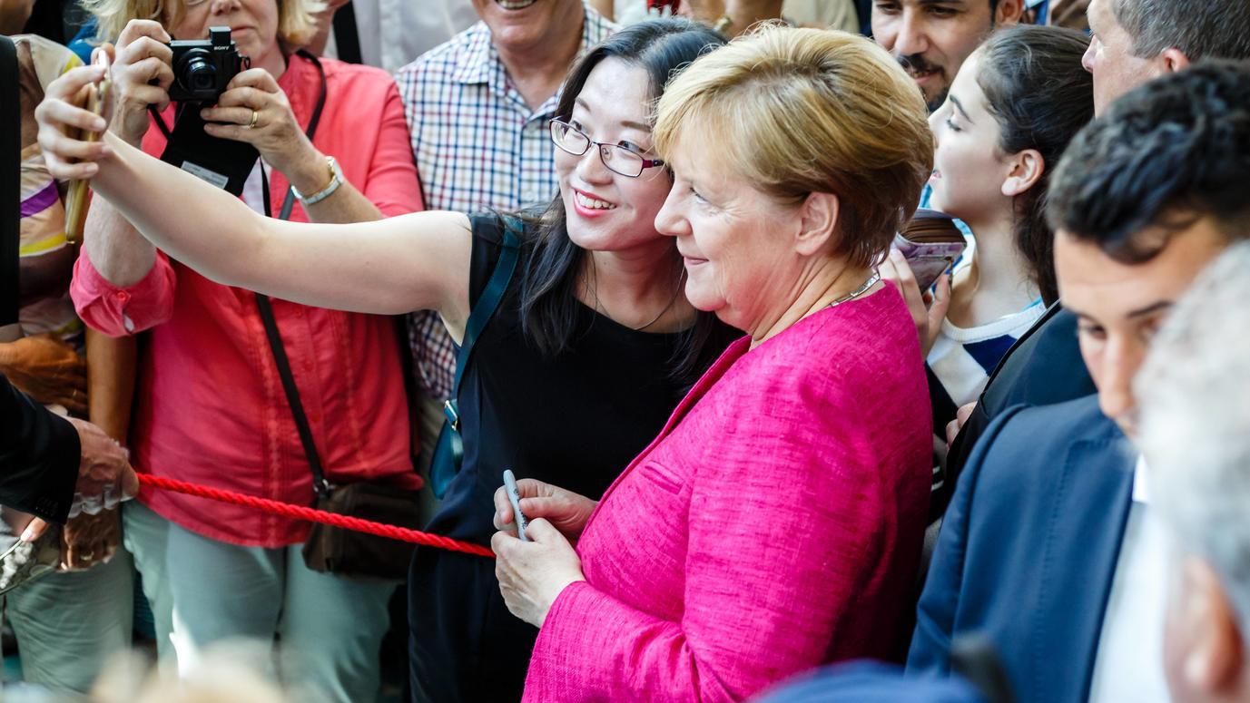 Tag der offenen tür berlin 2017  Schulz vs. Merkel - Die Attacken laufen ins Leere