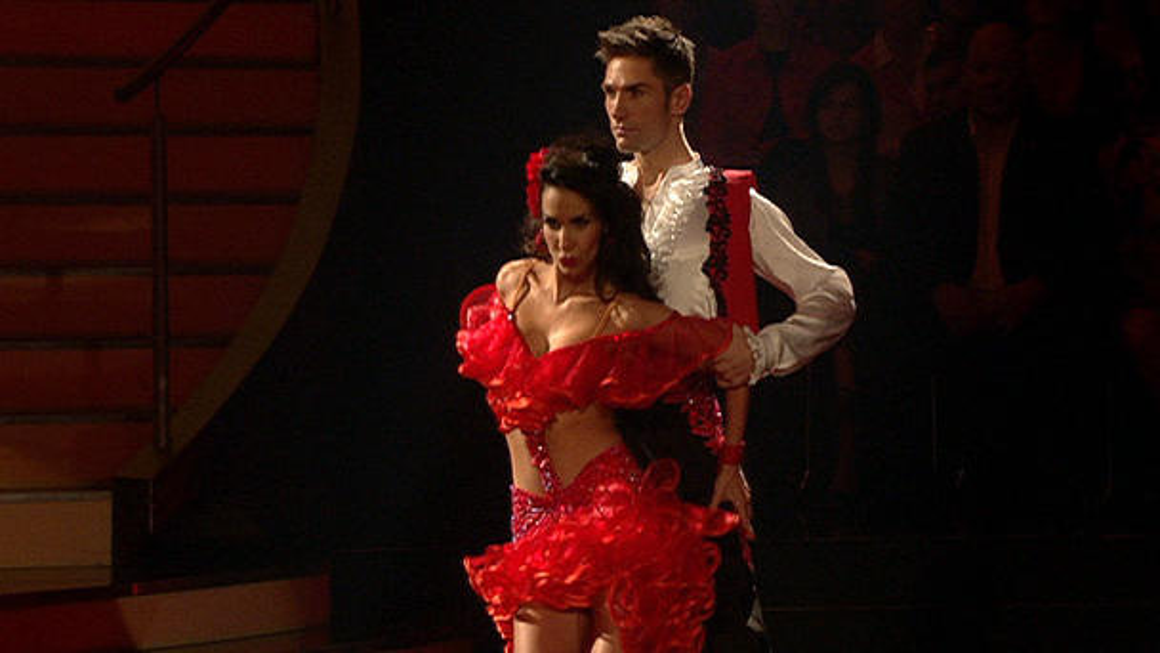 let 39 s dance 2013 sila sahin tanzt eine samba zu la isla bonita. Black Bedroom Furniture Sets. Home Design Ideas