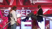 Bruce zeigt Mathieu Bolillo, wo der Hammer hängt
