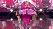 Stevie Pink lässt seine Assistentin schweben!
