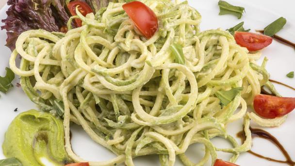 Zucchini-Spaghetti statt Pasta - lecker!