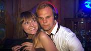 Jenny ist hin und weg von Gunther als DJ
