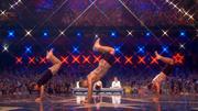 Drei Akrobaten zeigen, wie Seilspringen wirklich geht