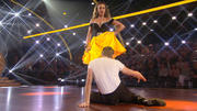 Julius Brink & Ekaterina Leonova tanzen einen Cha Cha Cha