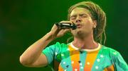 "Thomas Katrozan singt den Hit ""Dreadlock Holiday"""