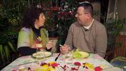 Albert überrascht Angie mit einem romantischen Dinner
