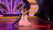 Julius Brink & Ekaterina Leonova tanzen einen Slowfox