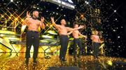 Victoria lässt für die Trampolin-Show Gold regnen