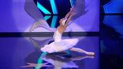 Marcos schwebt über die Supertalent-Bühne