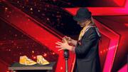 Zauberer Jakob Mathias verwandelt Cola in Limo