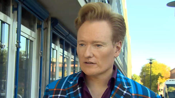Conan O'Brien backstage am GZSZ-Set