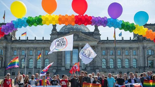 Homosexuelle in Union begrüßen Merkels Äußerungen zu Ehe für alle