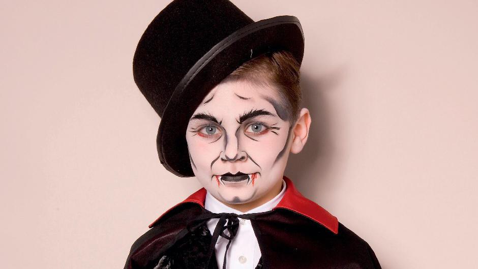 Kinderschminken Halloween Schritt Fur Schritt Zum Vampir Hexe