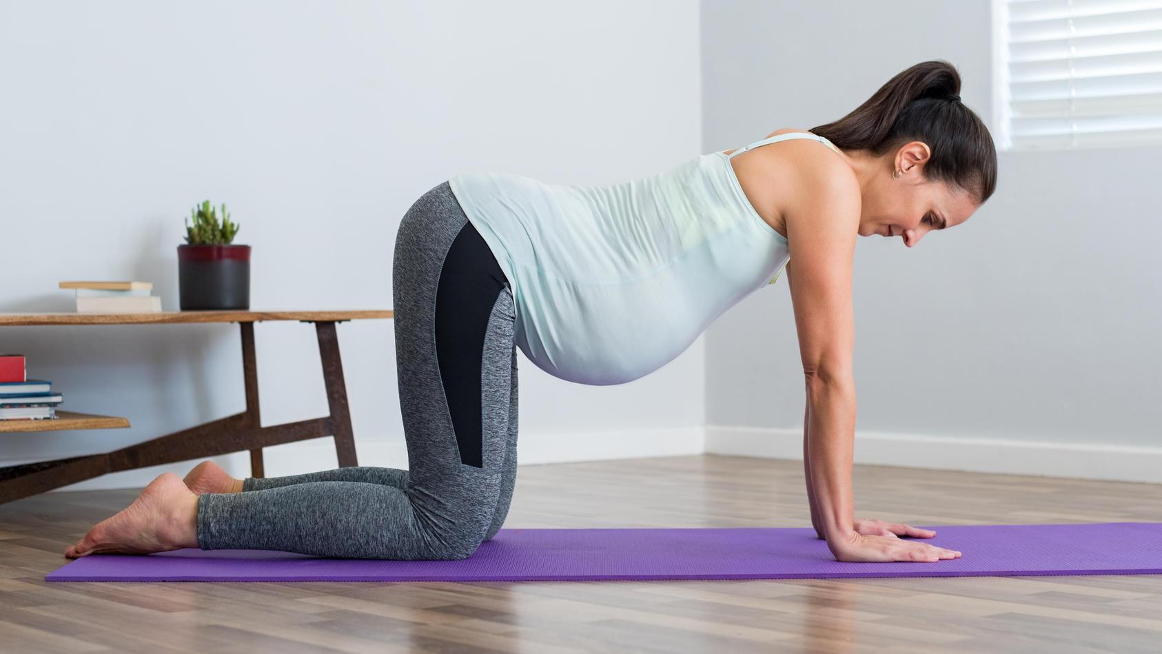 Auch mit einem Babybauch können Sie sich mit Sport fit halten