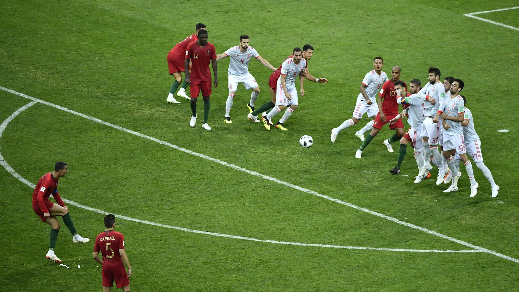 Cristiano Ronaldo trifft im ersten Vorrundenspiel der Portugiesen gegen Spanien per Freistoß