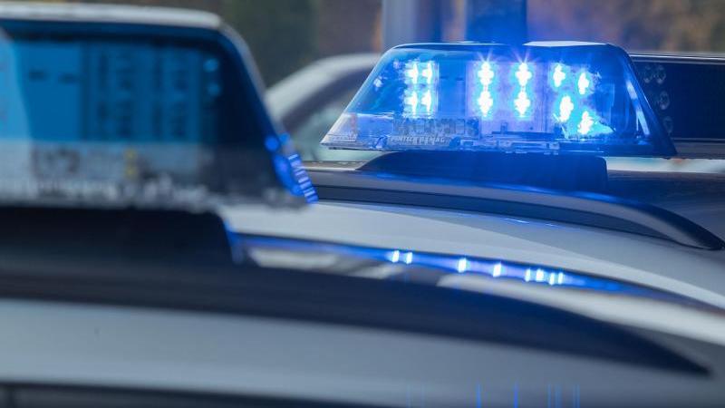 In Herborn ist eine 91-jährige Seniorin aus ihrer Wohnung gelockt und vergewaltigt worden.