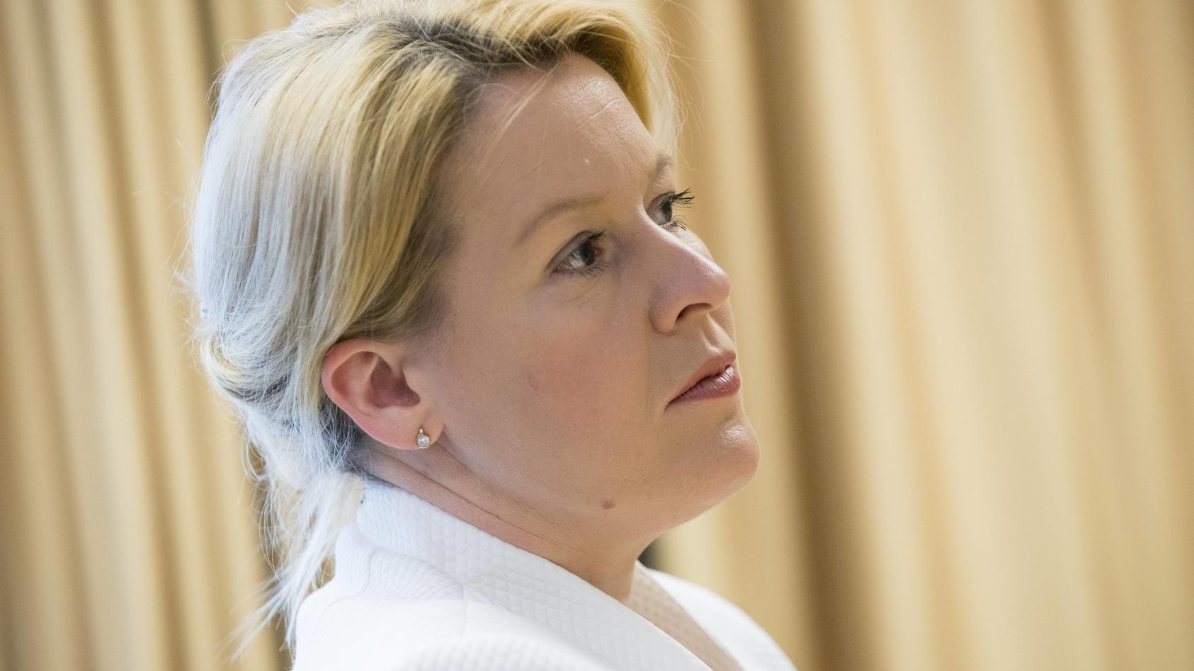 Familienministerin Franziska Giffey hält Burkinis im Schwimmunterricht für vertretbar.