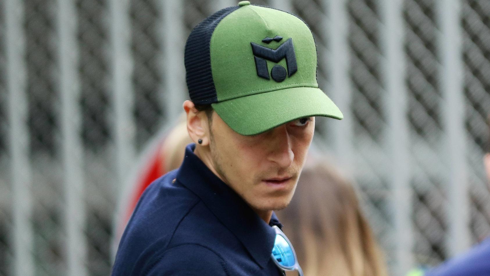 Mesut Özil braucht noch Zeit, um das Aus zu verkraften.
