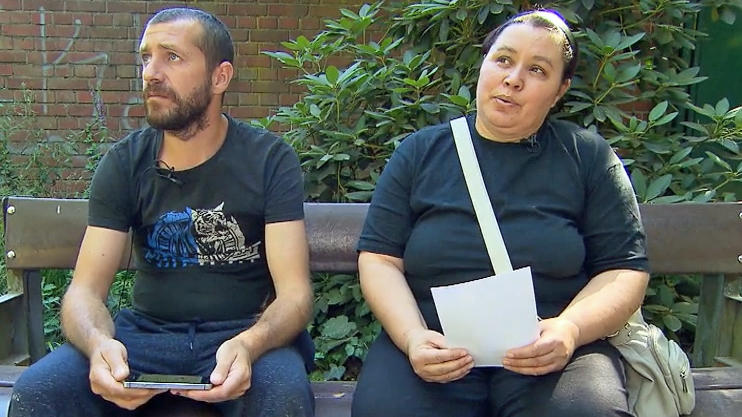Die trauernden Eltern der getöteten Iuliana.