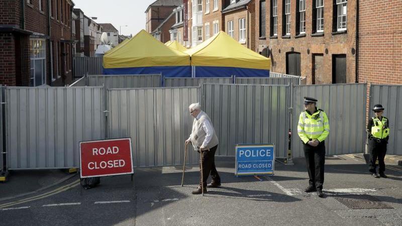 Die Polizei in Amesbury hat den Behälter mit Nowitschok gefunden, an dem sich ein Mann und eine Frau vergiftet haben.