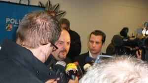 Ingo Thiel am 29. Januar 2011. Bei der Pressekonferenz zur Festnahme Olaf H.s wurde er von Journalisten belagert. Photo: RTLaktuell.de.