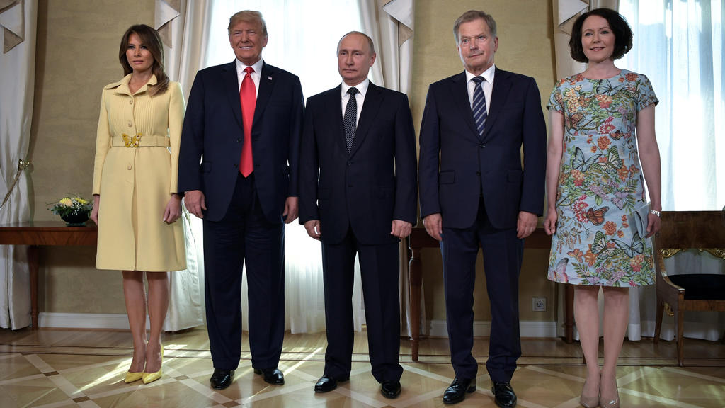 Russia's President Vladimir Putin (C), U.S. President Donald Trump (2nd L), First lady Melania Trump (L), Finland's President Sauli Niinisto (2nd R) and his wife Jenni Haukio apose for a picture during a meeting in Helsinki, Finland July 16, 2018. Sp
