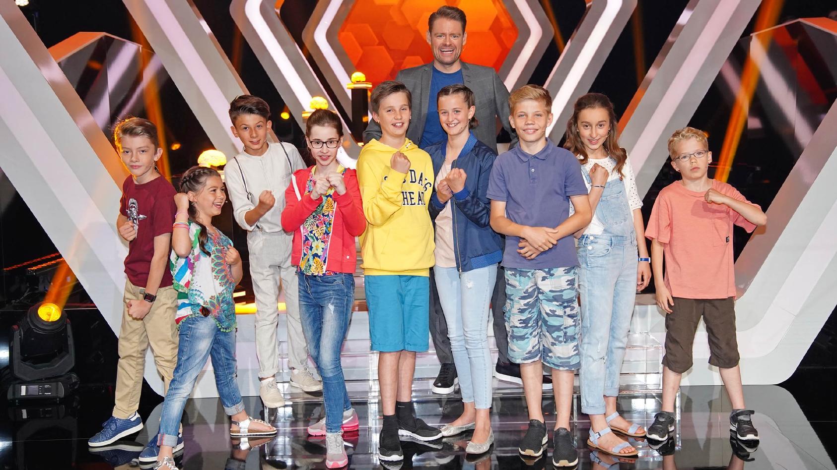 """Max Giermann und die schlauen Kids-Köpfe zeigen bei """"Einstein Junior - Deutschlands cleverste Kids"""" was sie drauf haben."""