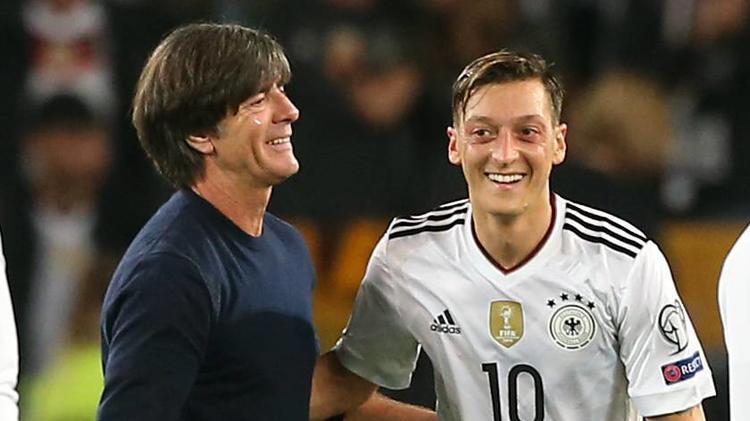 Bereit für klärendes Gespräch - Özil lädt Löw nach Istanbul ein