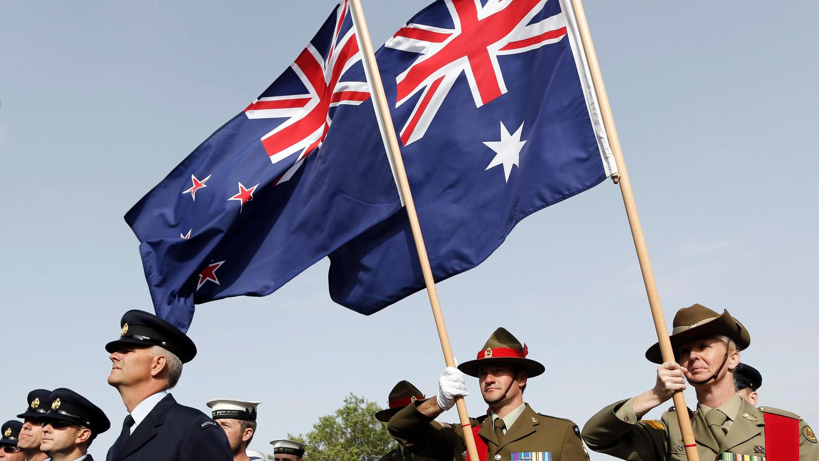 Neuseeländische und australische Flaggen