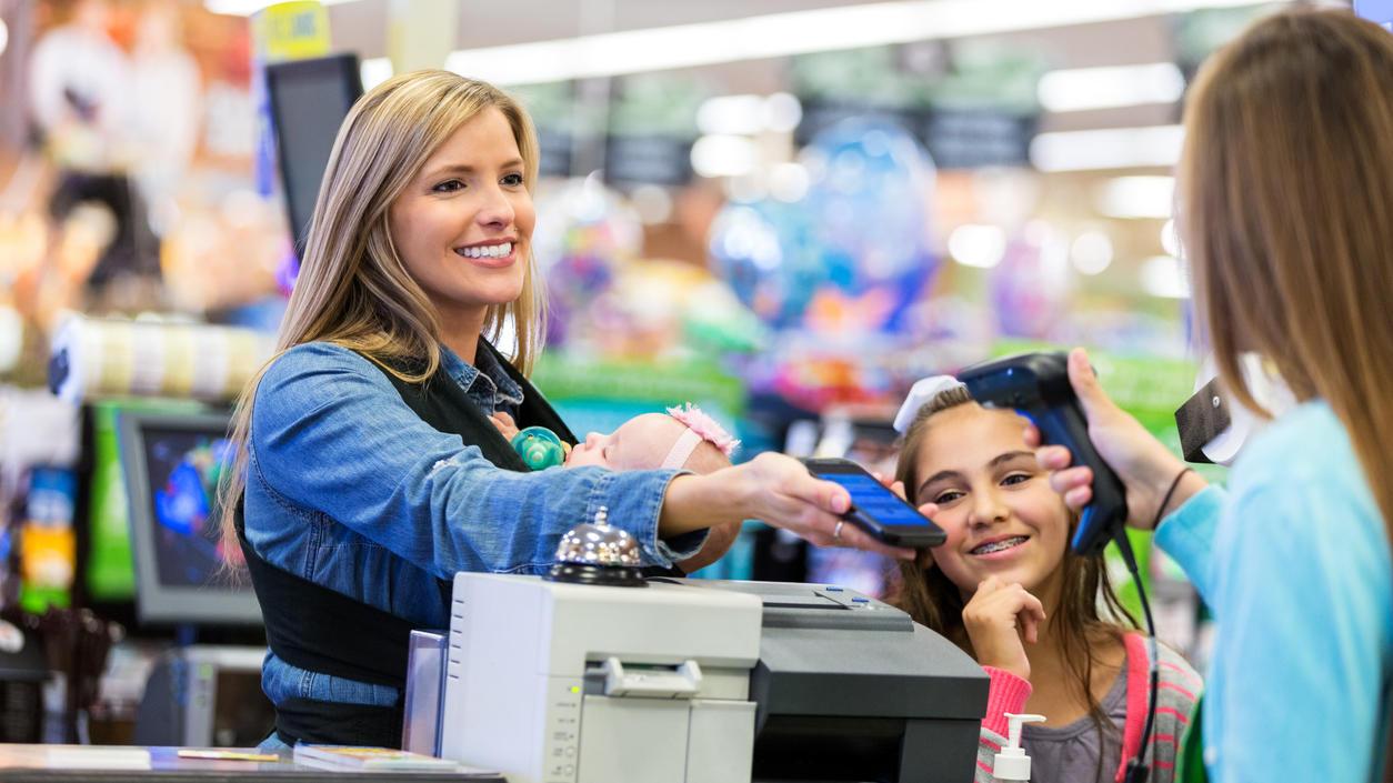 An der Ladenkassen einfach mit dem Smartphone bezahlen.