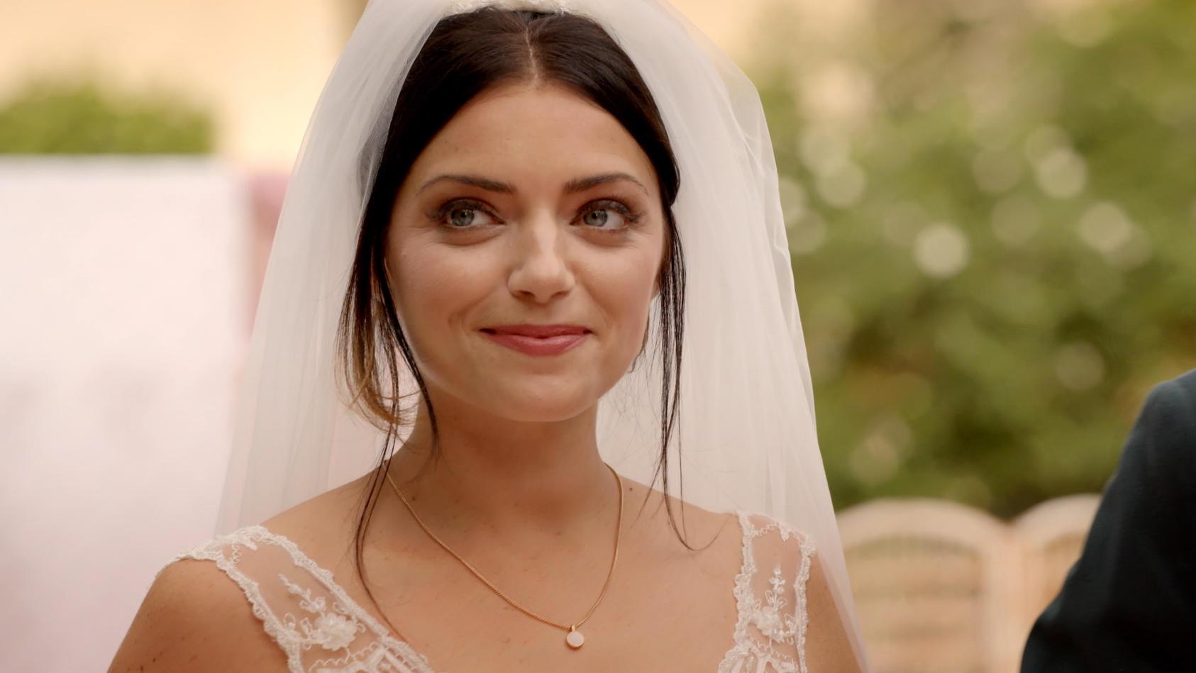 Anne Menden wird als Emily bei GZSZ zur Braut.