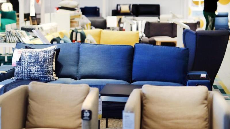 Immer mehr Menschen kaufen auch ihre Möbel im Internet. Die Möbelhändler reagieren darauf. Foto: Ina Fassbender