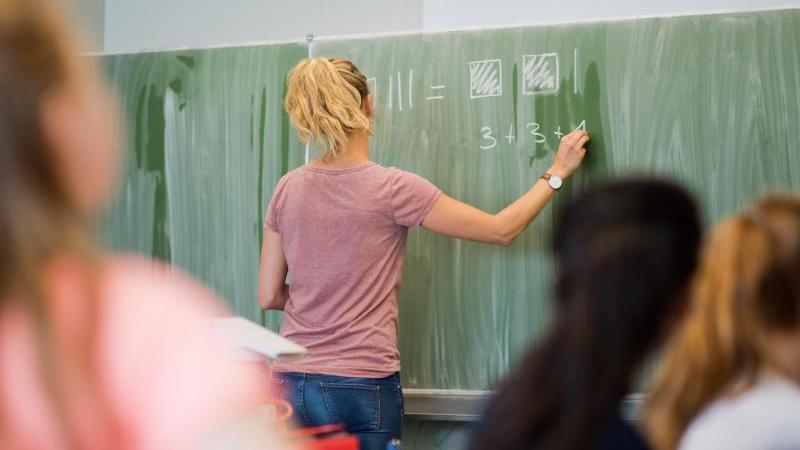 Zurzeit werden viele Lehrer gesucht. Es gibt daher auch für Quereinsteiger gute Chancen. Foto: Julian Stratenschulte