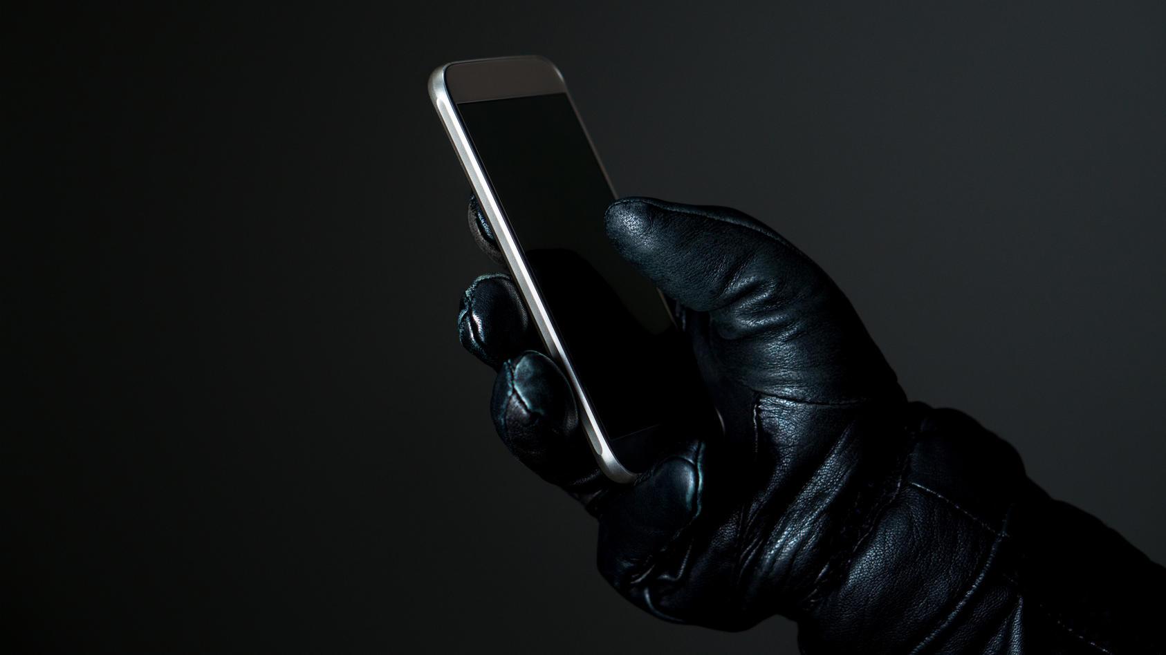 Bei Anruf: Betrug! Kriminelle geben sich am Telefon als Polizisten aus.